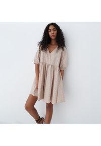 Mohito - Bawełniana sukienka babydoll - Beżowy. Kolor: beżowy. Materiał: bawełna
