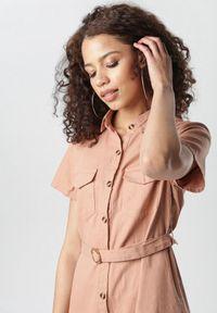 Born2be - Łososiowa Sukienka Aquilila. Kolor: różowy. Materiał: materiał. Długość rękawa: krótki rękaw. Typ sukienki: koszulowe, sportowe, szmizjerki. Styl: sportowy. Długość: midi
