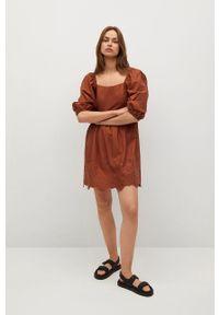 mango - Mango - Sukienka Vera. Kolor: pomarańczowy. Materiał: tkanina. Długość rękawa: krótki rękaw. Wzór: haft. Typ sukienki: rozkloszowane