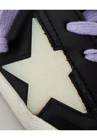 GOLDEN GOOSE - Czarne sneakersy Superstar. Kolor: czarny. Materiał: guma. Wzór: aplikacja. Obcas: na koturnie