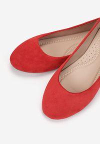 Born2be - Czerwone Balerinki Prisoesa. Nosek buta: okrągły. Kolor: czerwony. Materiał: skóra ekologiczna. Styl: klasyczny