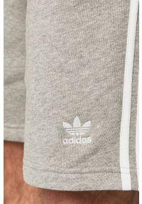 adidas Originals - Szorty DH5803. Okazja: na co dzień. Kolor: szary. Styl: casual