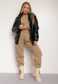 Renee - Czarna Kurtka Kirapus. Kolekcja: plus size. Kolor: czarny. Materiał: tkanina, nylon. Długość rękawa: długi rękaw. Długość: długie. Wzór: napisy, geometria