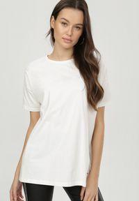 Born2be - Beżowy T-shirt Generah. Okazja: na co dzień. Kolor: beżowy. Materiał: bawełna, dzianina, jeans. Długość rękawa: krótki rękaw. Długość: krótkie. Styl: klasyczny, casual