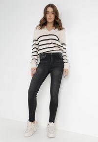 Born2be - Czarne Jeansy Push-Up Harmania. Kolor: czarny. Długość: długie. Wzór: aplikacja. Styl: sportowy, elegancki