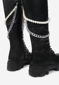 Renee - Czarne Kozaki Evane. Wysokość cholewki: przed kolano. Nosek buta: okrągły. Zapięcie: zamek. Kolor: czarny. Szerokość cholewki: normalna