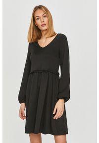 Vila - Sukienka. Kolor: czarny. Materiał: dzianina. Długość rękawa: długi rękaw. Wzór: gładki. Typ sukienki: rozkloszowane