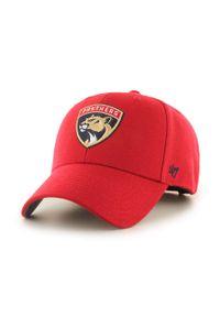 Czerwona czapka z daszkiem 47 Brand z aplikacjami