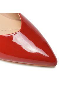 Czerwone szpilki Clarks z cholewką, eleganckie, na średnim obcasie