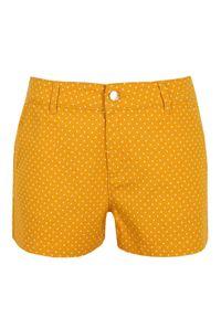 TOP SECRET - Szorty damskie w groszki. Okazja: na co dzień. Kolor: żółty. Materiał: bawełna. Wzór: grochy. Sezon: lato. Styl: klasyczny, casual