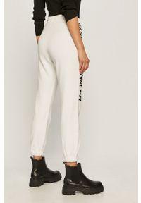 Białe spodnie dresowe Pinko z nadrukiem