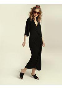 Madnezz - Sukienka Chilena - czerń. Materiał: wiskoza, elastan. Typ sukienki: kopertowe