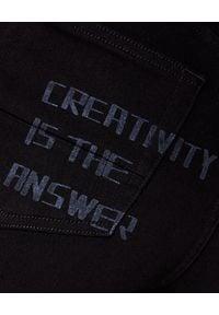 GOLDEN GOOSE - Czarne spodnie jeansowe. Stan: podwyższony. Kolor: czarny. Materiał: jeans. Długość: długie. Wzór: nadruk, aplikacja. Styl: sportowy