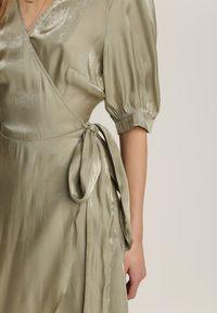 Renee - Zielona Sukienka Theiselsa. Okazja: na co dzień. Kolor: zielony. Materiał: materiał. Typ sukienki: kopertowe. Styl: casual. Długość: mini