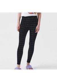 Cropp - Spodnie w kratę - Szary. Kolor: szary