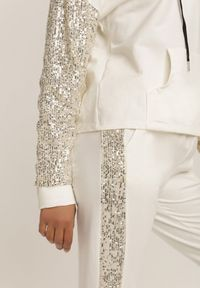Renee - Biały Komplet Dresowy Dwuczęściowy Aqeahaneh. Kolor: biały. Materiał: dresówka. Wzór: aplikacja