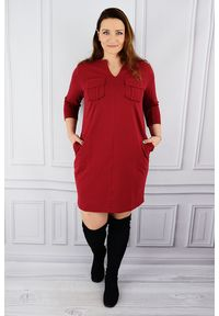 Czerwona sukienka dla puszystych Moda Size Plus Iwanek plus size, w kolorowe wzory