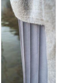Szary sweter VEVA z długim rękawem, w kwiaty