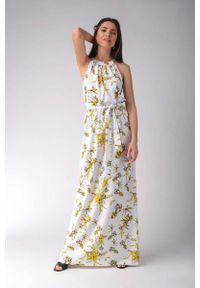 Nommo - Maxi Sukienka w Żółte Kwiaty z Dekoltem Typu Halter. Typ kołnierza: dekolt halter. Kolor: żółty. Materiał: bawełna, wiskoza, elastan. Wzór: kwiaty. Długość: maxi