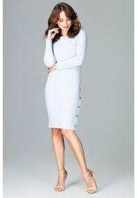 e-margeritka - Sukienka dzianinowa z guzikami błękitna - l. Okazja: do pracy. Kolor: niebieski. Materiał: dzianina. Długość rękawa: długi rękaw. Wzór: jednolity, kolorowy. Sezon: lato, jesień, wiosna, zima. Typ sukienki: proste, ołówkowe. Styl: elegancki