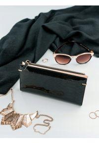 MILANO DESIGN - Portfel damski slim wallet czarny Milano Design K1209. Kolor: czarny. Materiał: skóra ekologiczna