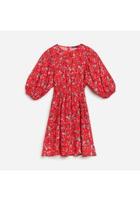 Czerwona sukienka Reserved w kwiaty