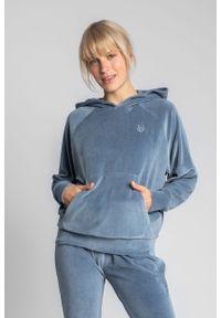 MOE - Welurowa Bluza Kangurka z Reglanowym Rękawem - Niebieska. Kolor: niebieski. Materiał: welur