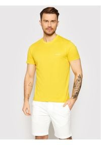 Calvin Klein T-Shirt Chest Logo K10K103307 Żółty Regular Fit. Kolor: żółty