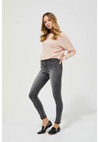 MOODO - Jeansy high waist. Stan: podwyższony. Długość: długie. Wzór: gładki
