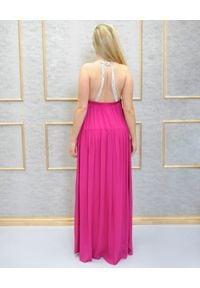 EMMA & GAIA - Różowa sukienka maxi z kamieniami. Kolor: różowy, fioletowy, wielokolorowy. Materiał: wiskoza. Styl: wizytowy. Długość: maxi