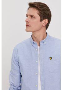 Lyle & Scott - Koszula. Typ kołnierza: button down. Kolor: niebieski. Materiał: tkanina. Długość rękawa: długi rękaw. Długość: długie. Wzór: gładki