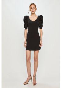 Morgan - Sukienka. Kolor: czarny. Materiał: tkanina. Długość rękawa: krótki rękaw. Wzór: gładki. Typ sukienki: dopasowane #2