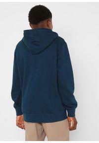 Bluza chłopięca z kapturem, z bawełny organicznej bonprix ciemnoniebieski. Typ kołnierza: kaptur. Kolor: niebieski. Materiał: bawełna. Wzór: nadruk