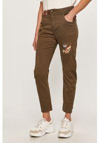 Zielone spodnie materiałowe Desigual z haftami