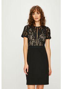 Czarna sukienka Morgan w koronkowe wzory, dopasowana, mini