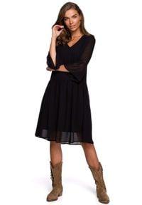 MOE - Szyfonowa Sukienka z Falbanką na Rękawach - Czarna. Kolor: czarny. Materiał: szyfon