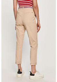 Beżowe spodnie materiałowe TOMMY HILFIGER gładkie