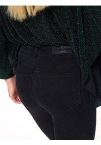Czarne spodnie TOP SECRET na co dzień, z aplikacjami