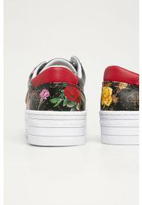 Wielokolorowe buty sportowe Guess z okrągłym noskiem, na średnim obcasie, z cholewką