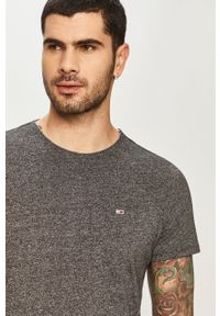 Szary t-shirt Tommy Jeans na co dzień, casualowy