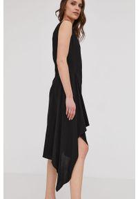 Czarna sukienka Answear Lab na ramiączkach, mini, wakacyjna, na co dzień