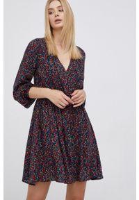 Pepe Jeans - Sukienka Berenice. Materiał: tkanina. Typ sukienki: rozkloszowane