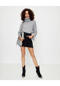 ONETEASPOON - Czarna jeansowa spódnica. Stan: podwyższony. Kolor: czarny. Materiał: jeans. Wzór: aplikacja. Styl: klasyczny