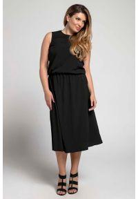 Nommo - Czarna Marszczona Midi Sukienka bez Rękawów PLUS SIZE. Kolekcja: plus size. Kolor: czarny. Materiał: wiskoza, poliester. Długość rękawa: bez rękawów. Typ sukienki: dla puszystych. Długość: midi