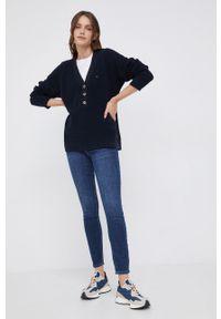 TOMMY HILFIGER - Tommy Hilfiger - Sweter. Kolor: niebieski. Materiał: bawełna. Długość rękawa: długi rękaw. Długość: krótkie. Wzór: ze splotem