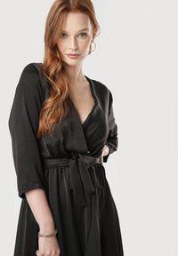 Czarna długa sukienka Born2be