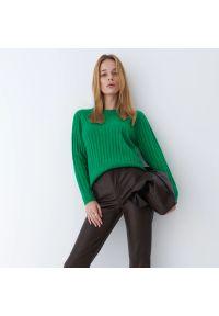 Mohito - Prążkowany sweter Eco Aware - Zielony. Kolor: zielony. Materiał: prążkowany