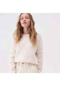 Kremowy sweter Sinsay krótki