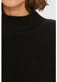Czarny sweter Answear Lab wakacyjny