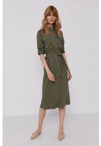Pepe Jeans - Sukienka Isabella. Okazja: na co dzień. Kolor: zielony. Materiał: tkanina. Długość rękawa: długi rękaw. Wzór: gładki. Typ sukienki: proste. Styl: casual